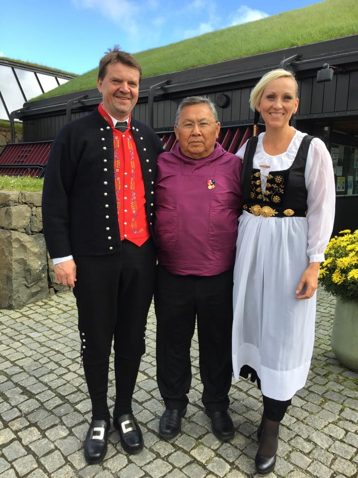 Præsidiet den 11.august foran Nordens Hus i Tórshavn. Fra venstre Bill Justinussen, 2.vicepræsident, Lars-Emil Johansen, præsident, og Unnur Brá Konráðsdóttir, 1.vicepræsident.